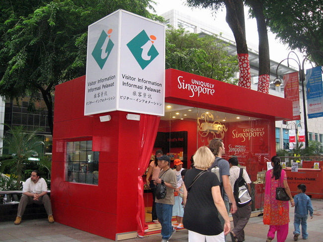 1280px-STB_tourist_kiosk,_Orchard_Road_a